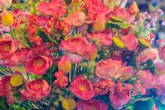 Τεχνητά ρόδινα λουλούδια λωτού κινηματογραφήσεων σε πρώτο πλάνο, κρίνος νερού Στοκ Εικόνες