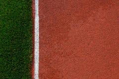 Τεχνητή σύσταση διαδρομής χλόης και τρεξίματος Στοκ Εικόνες