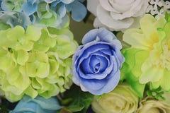 Τεχνητός ζωηρόχρωμος του ροδαλού υποβάθρου ντεκόρ λουλουδιών για το μήνυμα κειμένου Στοκ Εικόνα