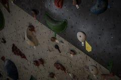 Τεχνητό πρότυπο τοίχων αναρρίχησης bouldering στοκ φωτογραφία με δικαίωμα ελεύθερης χρήσης