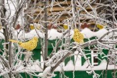 Τεχνητό χρυσό πουλί διακοσμήσεων Στοκ εικόνες με δικαίωμα ελεύθερης χρήσης
