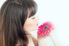 τεχνητό όμορφο φωτεινό ζωηρόχρωμο δημιουργικό μακροχρόνιο makeup κοριτσιών λουλουδιών φτερών σκιάς ματιών eyelashes που φορά τις  Στοκ φωτογραφία με δικαίωμα ελεύθερης χρήσης