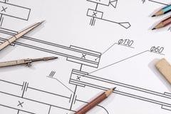 τεχνική λεπτομέρεια σχεδίων και διάφορα εργαλεία σχεδίων Στοκ εικόνα με δικαίωμα ελεύθερης χρήσης