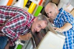 Τεχνικοί που επισκευάζουν αναλύω? την αντιγραφέας επιχείρηση Στοκ φωτογραφίες με δικαίωμα ελεύθερης χρήσης