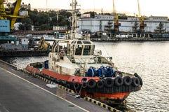 Τεχνικός στόλος ρυμουλκών Δεμένο αγκυροβόλιο στο λιμένα στοκ φωτογραφία με δικαίωμα ελεύθερης χρήσης