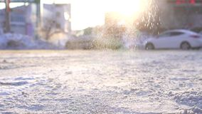 Τεχνικό αντιδραστήριο που αφορά τον πάγο και το χιόνι από το πάγωμα στο δρόμο, αργό MO απόθεμα βίντεο