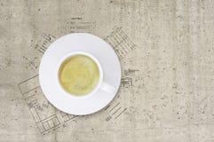 Τεχνικό σχέδιο της οικοδόμησης και του φλυτζανιού καφέ Στοκ φωτογραφίες με δικαίωμα ελεύθερης χρήσης