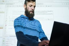 Τεχνολογία πληροφοριών εκπαίδευσης σειράς μαθημάτων προγραμματιστών Στοκ εικόνα με δικαίωμα ελεύθερης χρήσης