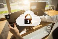 Τεχνολογία σύννεφων Αποθήκευση στοιχείων Έννοια δικτύωσης και υπηρεσιών Διαδικτύου στοκ φωτογραφίες με δικαίωμα ελεύθερης χρήσης