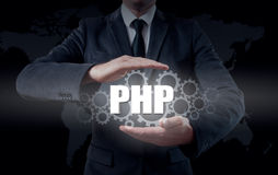 Τεχνολογία και έννοια Διαδικτύου - ο επιχειρηματίας κρατά το κουμπί πέσος Φιλιππίνων στις εικονικές οθόνες Στοκ Φωτογραφίες