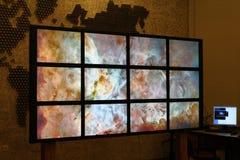 Τεχνολογία πολυμέσων, τηλεοπτικός τοίχος Στοκ Εικόνες