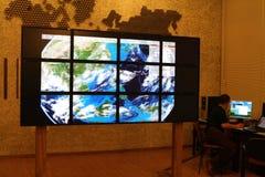 Τεχνολογία πολυμέσων, τηλεοπτικός τοίχος Στοκ Φωτογραφία