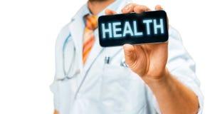 Τεχνολογία στην υγεία και την έννοια ιατρικής Γιατρός με Smartphone με με την υγεία επιγραφής Στοκ φωτογραφίες με δικαίωμα ελεύθερης χρήσης