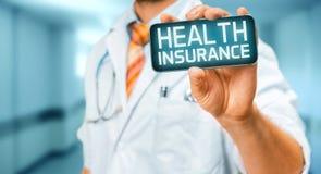 Τεχνολογία στην υγεία και την έννοια ιατρικής Γιατρός με Smartphone με την ασφάλεια επιγραφής Στοκ εικόνες με δικαίωμα ελεύθερης χρήσης