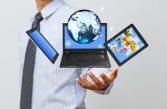 Τεχνολογία στο επιχειρησιακό χέρι στοκ φωτογραφίες