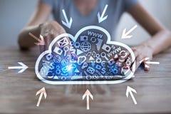 Τεχνολογία σύννεφων Αποθήκευση στοιχείων Έννοια δικτύωσης και υπηρεσιών Διαδικτύου στοκ φωτογραφία