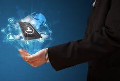 Τεχνολογία σύννεφων στο χέρι ενός επιχειρηματία Στοκ Εικόνες