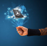Τεχνολογία σύννεφων στο χέρι μιας γυναίκας Στοκ Εικόνες
