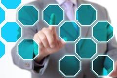 Τεχνολογία χεριών επιχειρηματιών Στοκ φωτογραφία με δικαίωμα ελεύθερης χρήσης