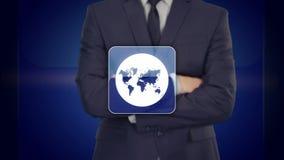 Τεχνολογικές πρόοδοι - ένας επιχειρηματίας που κρατά μια τεχνική σφαίρα Παλαιός Κόσμος χαρτών απεικόνισης ελεύθερη απεικόνιση δικαιώματος