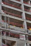 Τελ Αβίβ - 10 06 2017: Αραβικοί εργαζόμενοι που χτίζουν μια δομή στο τηλ. Στοκ Εικόνα