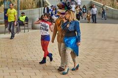 Τελ Αβίβ - 20 Φεβρουαρίου 2017: Άνθρωποι που φορούν τα κοστούμια στο Ισραήλ δ στοκ φωτογραφία