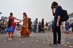 Τελ Αβίβ - 20 Φεβρουαρίου 2017: Θιασώτες Krishna λαγών που γιορτάζουν το δ στοκ εικόνα