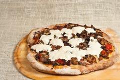 Τελειωμένη χειροτεχνική, ψημένη, σπιτική πίτσα 13 Στοκ εικόνα με δικαίωμα ελεύθερης χρήσης