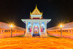 Τελετή κεριών βουδισμού Makhabucha, περίπατος με τα αναμμένα κεριά ι στοκ εικόνες
