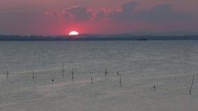 Τελευταίες ακτίνες της ρύθμισης του ήλιου Παραλία ηλιοβασιλέματος φιλμ μικρού μήκους