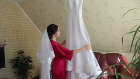 Τελευταίο γαμήλιο φόρεμα επιθεώρησης φιλμ μικρού μήκους