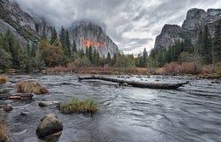 Τελευταίο φως του ήλιου στην κοιλάδα Yosemite Στοκ Φωτογραφία