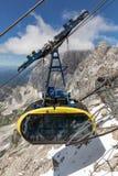 Τελεφερίκ που πλησιάζει το αυστριακό βουνό ST παγετώνων Dachstein Στοκ εικόνα με δικαίωμα ελεύθερης χρήσης