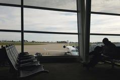 Τελικές αναμονή και εργασία αερολιμένων Στοκ εικόνα με δικαίωμα ελεύθερης χρήσης