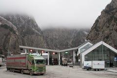 Τελωνείο στην της Γεωργίας πλευρά κοντά σε Kazbek Στοκ εικόνες με δικαίωμα ελεύθερης χρήσης