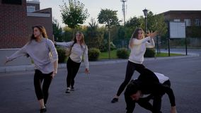 Τζαζ χορού ομάδας ανθρώπων απόθεμα βίντεο