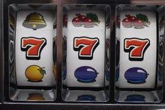 Τζακ ποτ στο μηχάνημα τυχερών παιχνιδιών με κέρματα Στοκ εικόνα με δικαίωμα ελεύθερης χρήσης