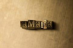ΤΖΑΜΑΙΚΑ - κινηματογράφηση σε πρώτο πλάνο της βρώμικης στοιχειοθετημένης τρύγος λέξης στο σκηνικό μετάλλων Στοκ Εικόνες