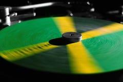 Τζαμαϊκανή περιστροφική πλάκα του DJ στην κίνηση Στοκ Εικόνες