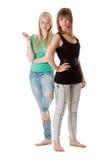 τζιν δύο κοριτσιών Στοκ εικόνες με δικαίωμα ελεύθερης χρήσης