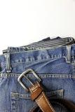 Τζιν παντελόνι με την παλαιά καφετιά ζώνη Στοκ Εικόνες