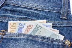 Τζιν παντελόνι με τις ευρο- σημειώσεις στην πίσω τσέπη Στοκ φωτογραφίες με δικαίωμα ελεύθερης χρήσης