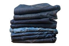 τζιν παντελόνι στην άσπρη συλλογή j υποβάθρου και τζιν τζιν παντελόνι Στοκ Φωτογραφία