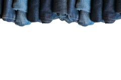 τζιν παντελόνι στην άσπρη συλλογή j υποβάθρου και τζιν τζιν παντελόνι Στοκ Φωτογραφίες