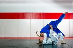 Τζούντο στο tatami Στοκ φωτογραφία με δικαίωμα ελεύθερης χρήσης