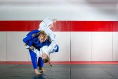 Τζούντο στο tatami Στοκ φωτογραφίες με δικαίωμα ελεύθερης χρήσης