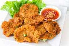 Τηγάνισμα των ξυστρισμένων ταϊλανδικών τροφίμων ψαριών στο πιάτο Στοκ φωτογραφίες με δικαίωμα ελεύθερης χρήσης