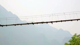 Τηγάνι, ζουμ, μεγαλοπρεπής κενή γέφυρα μπαμπού, Λάος φιλμ μικρού μήκους
