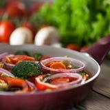 Τηγάνι με τα φρέσκα λαχανικά Στοκ φωτογραφίες με δικαίωμα ελεύθερης χρήσης
