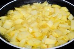 τηγανίζοντας πατάτες Στοκ Εικόνα